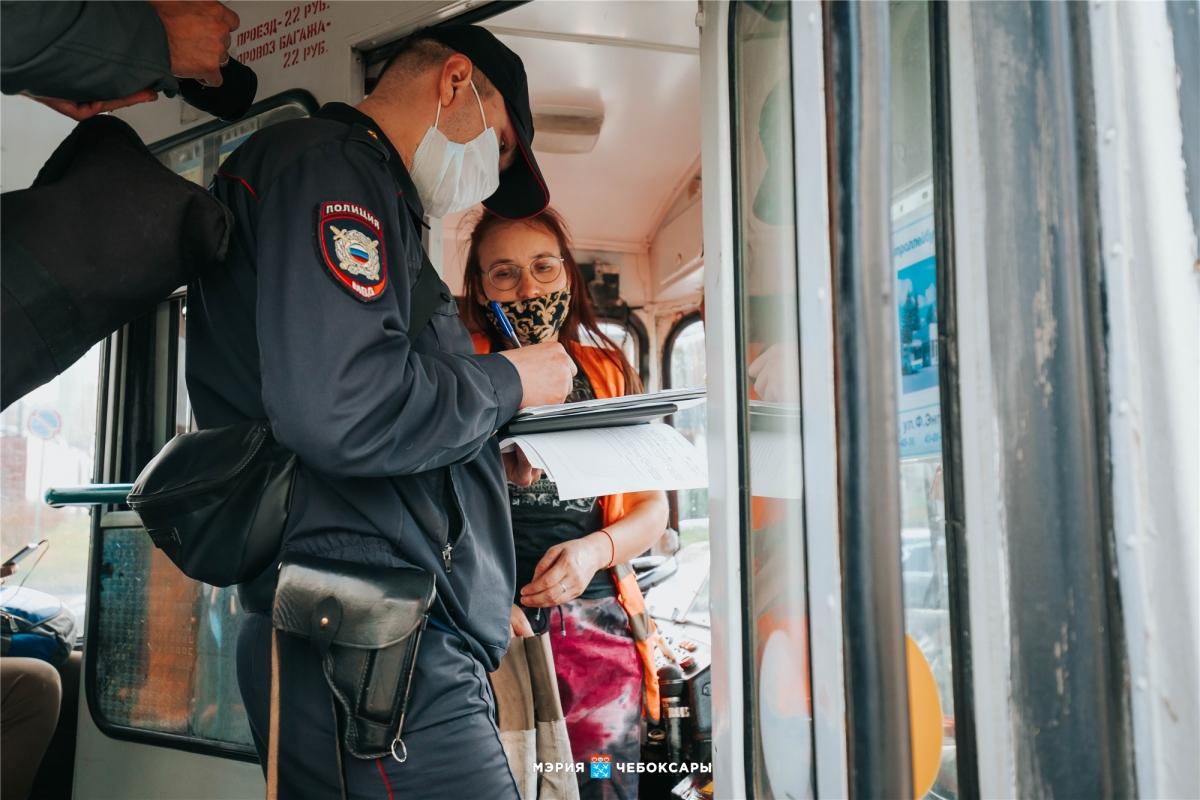 Водителей троллейбусов оформили за неправильный антисептик - Новости
