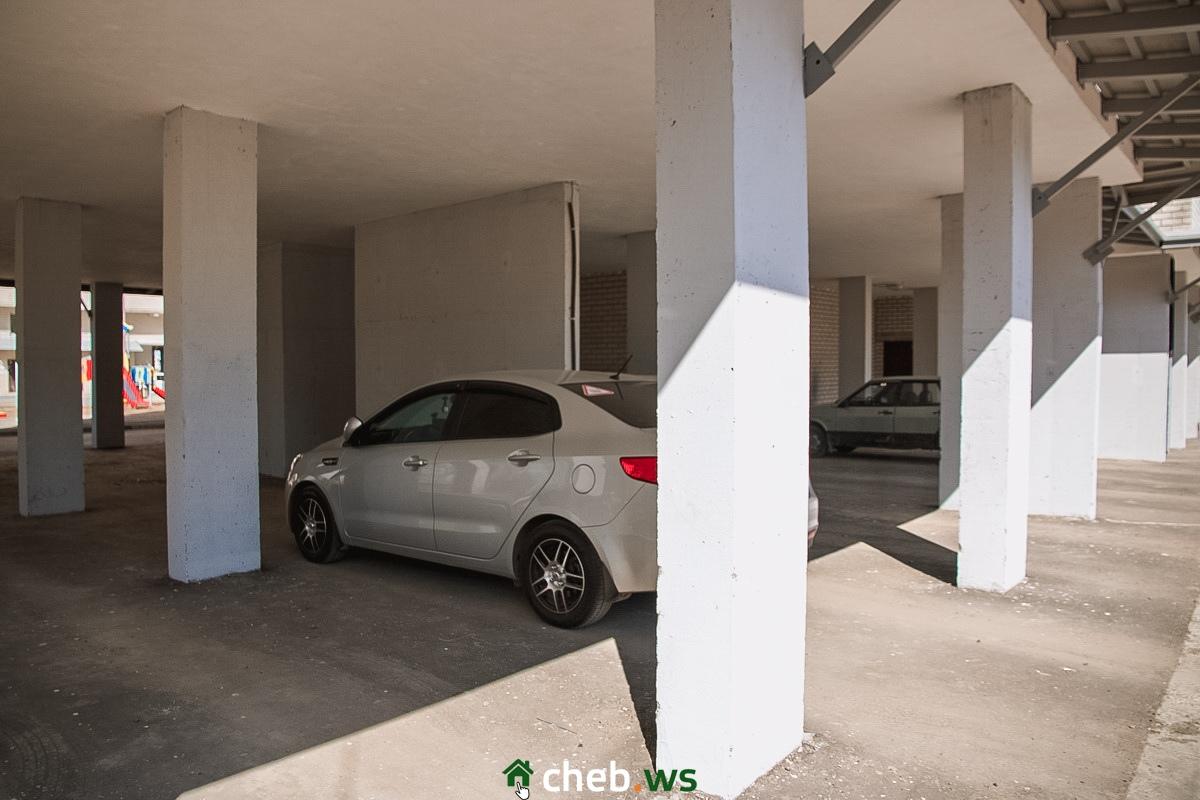 Парковки с машинами выглядят очень современно