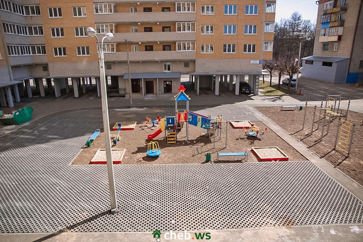Во дворе появилась детская площадка