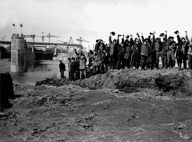 Затопление котлована Чебоксарской ГЭС. 1980 г.